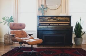 Picture of a living room and a piano