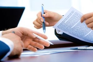 People discussing contracts with long distance movers NJ